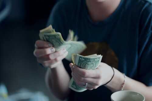 Как да говорите за пари на първа среща?